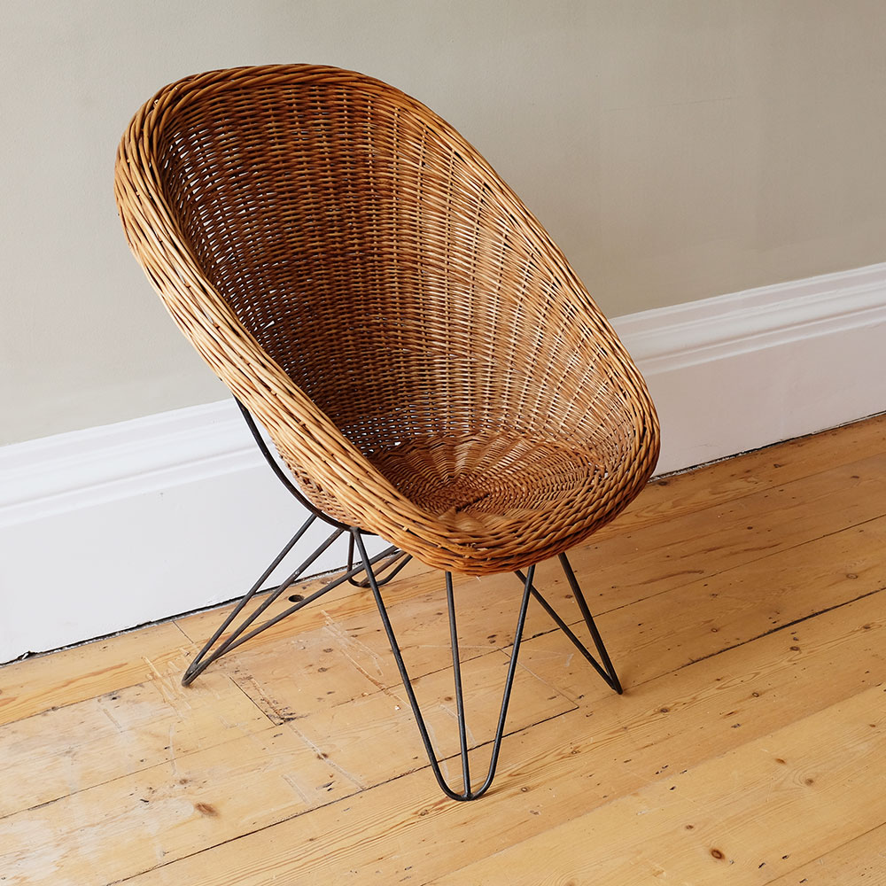 vintage-rattan-armchairs-and-table-iii