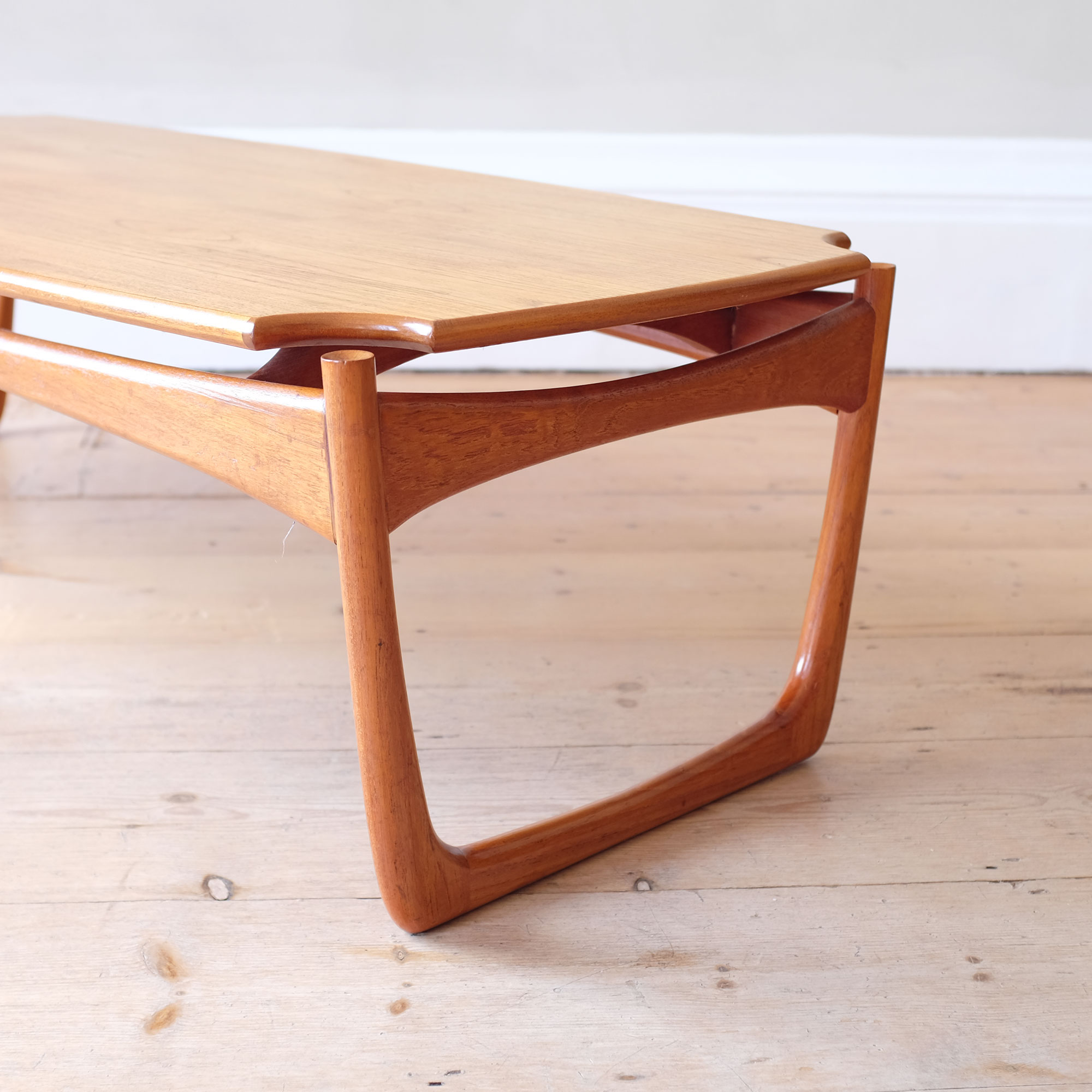 Large-Vintage-Wooden-Coffee-Table-iii