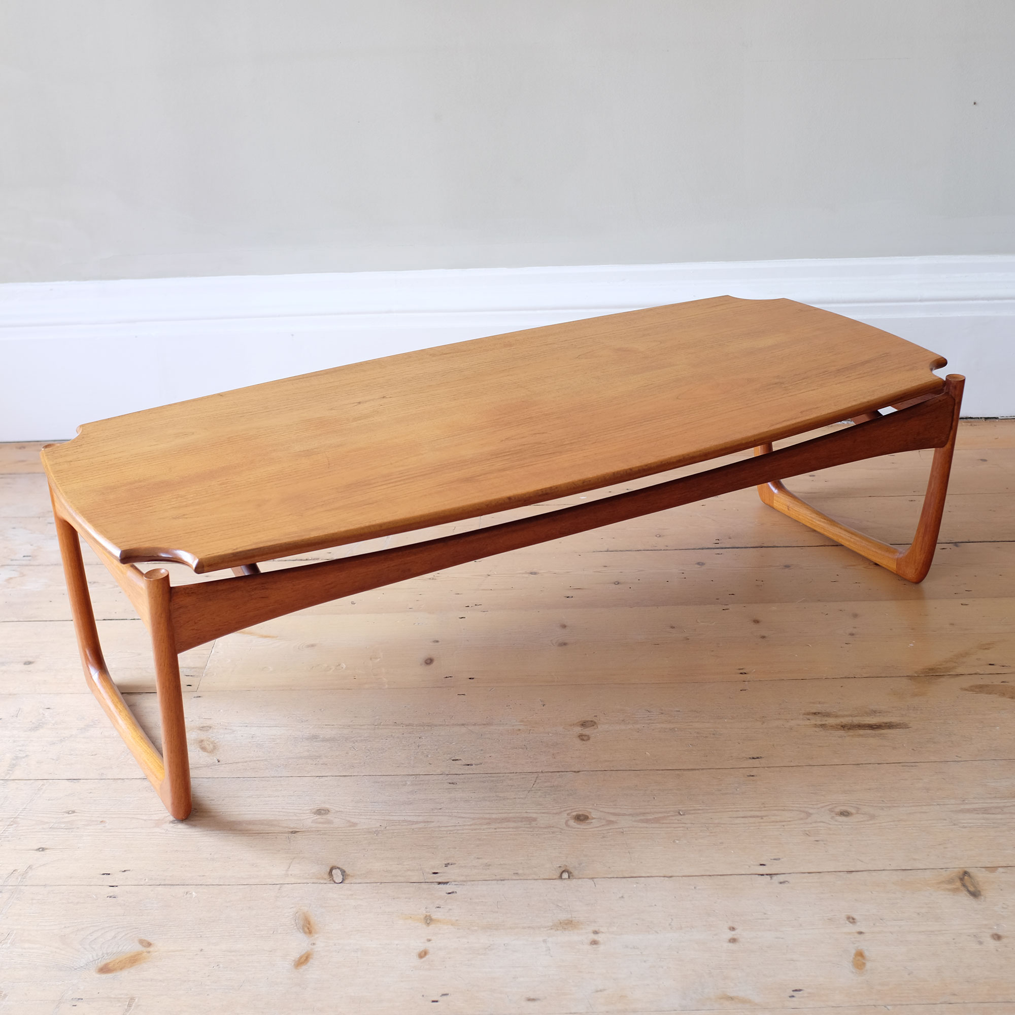 Large-Vintage-Wooden-Coffee-Table-vi