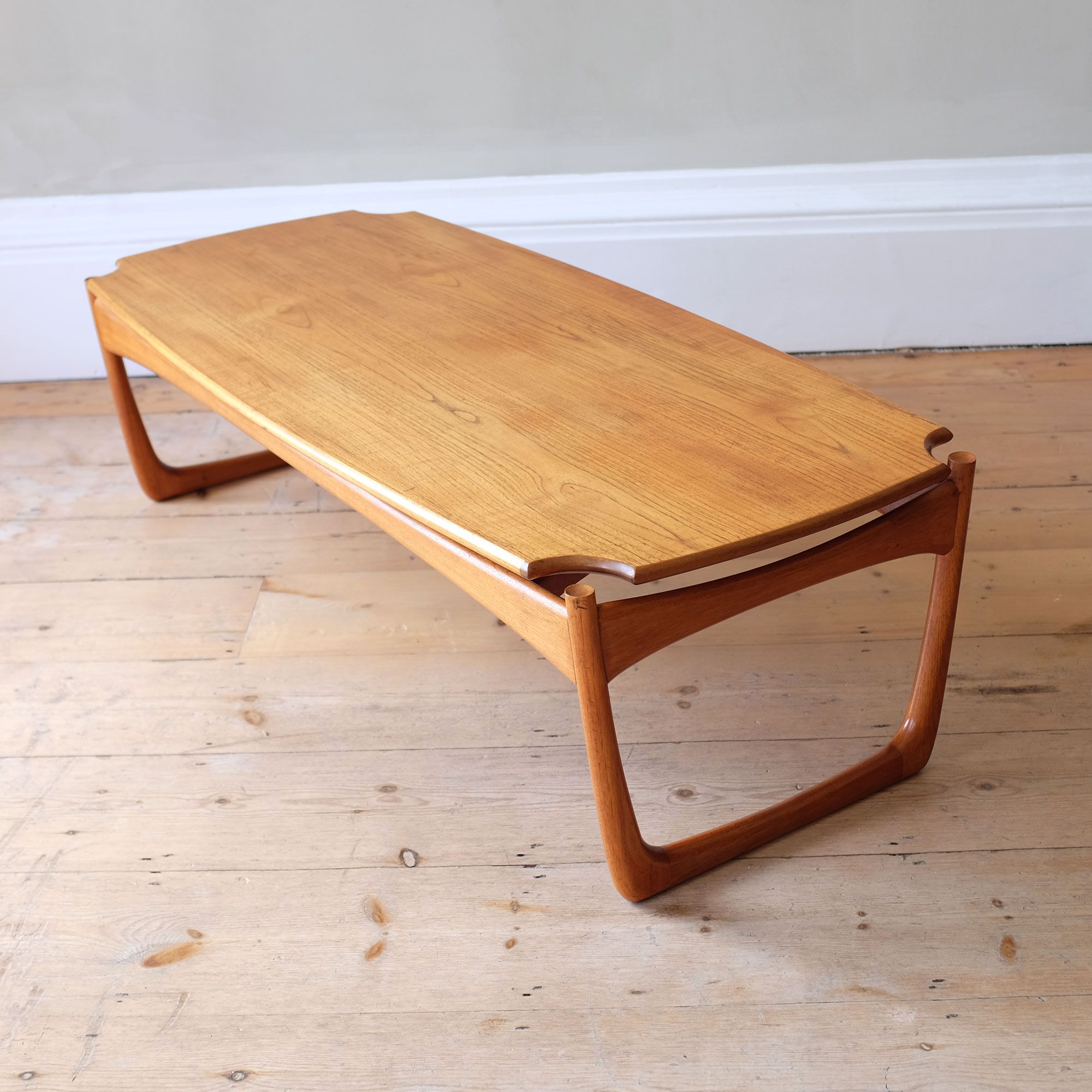 Large-Vintage-Wooden-Coffee-Table-viii