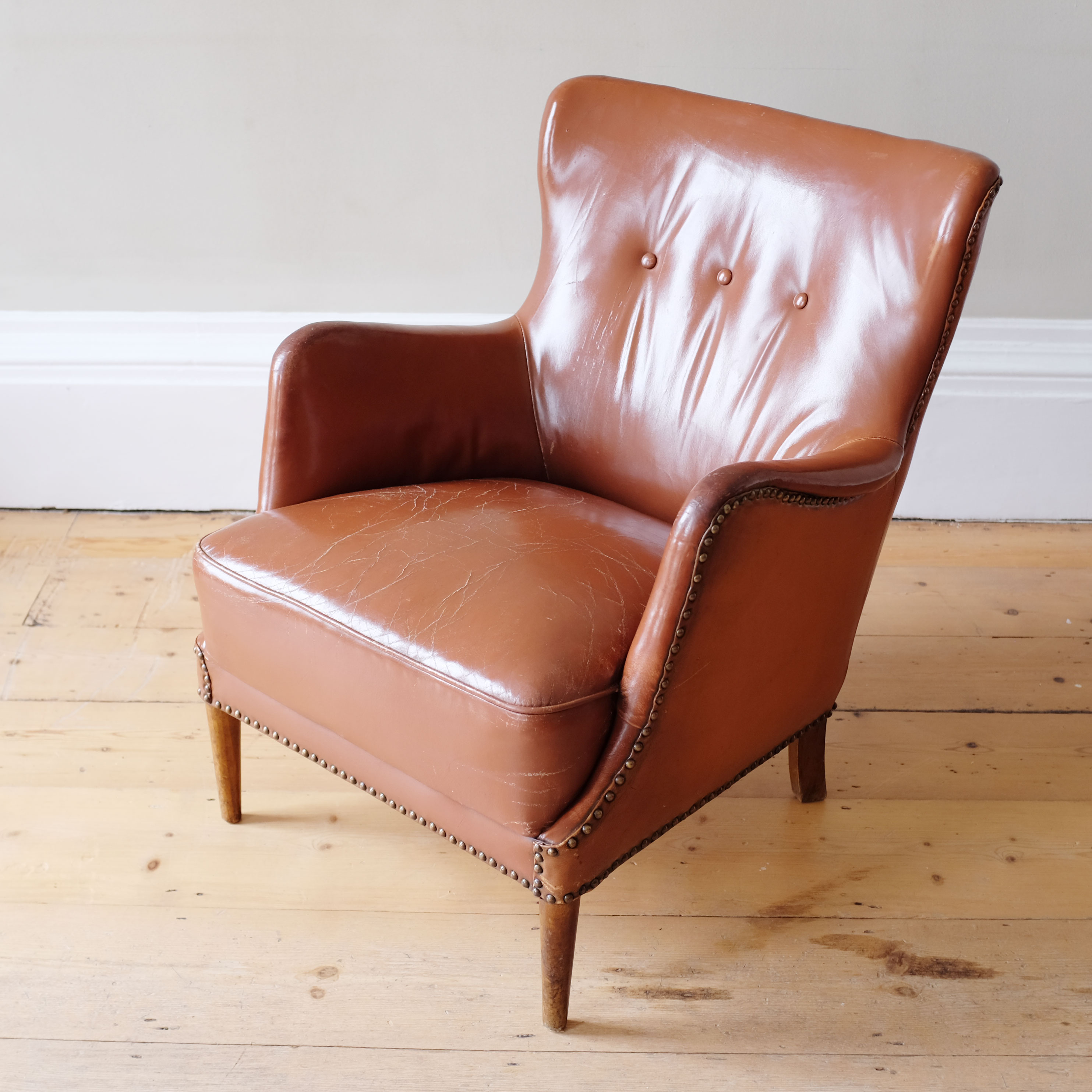 Pair-of-Leather-Club-Chairs-in-the-Style-of-Frits-Henningsen-iv