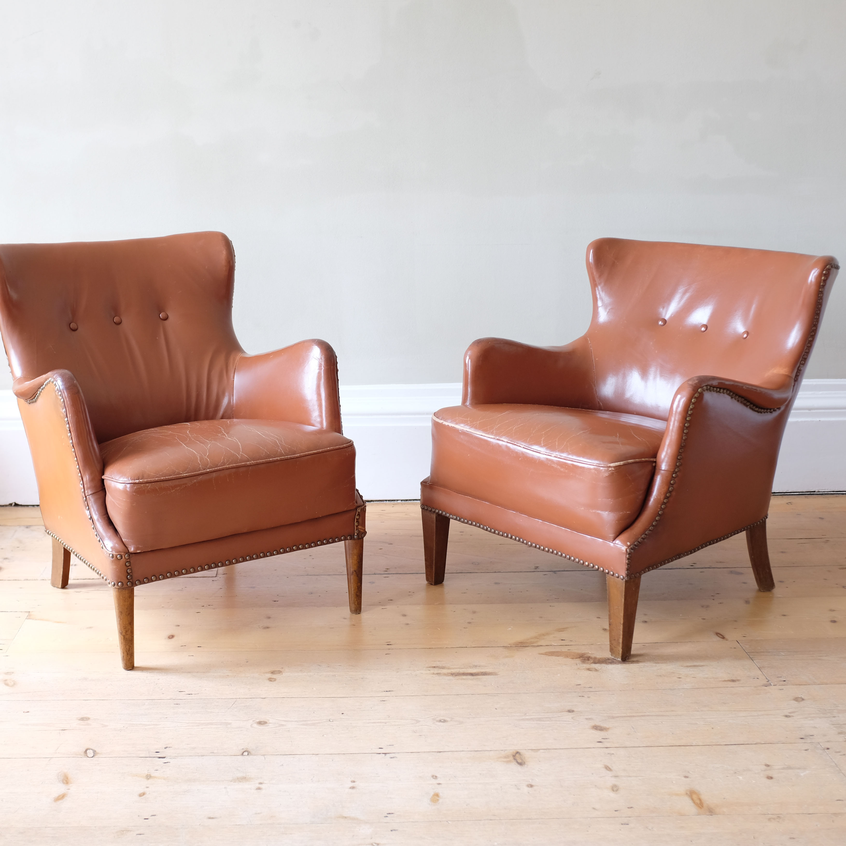 Pair-of-Leather-Club-Chairs-in-the-Style-of-Frits-Henningsen-viii