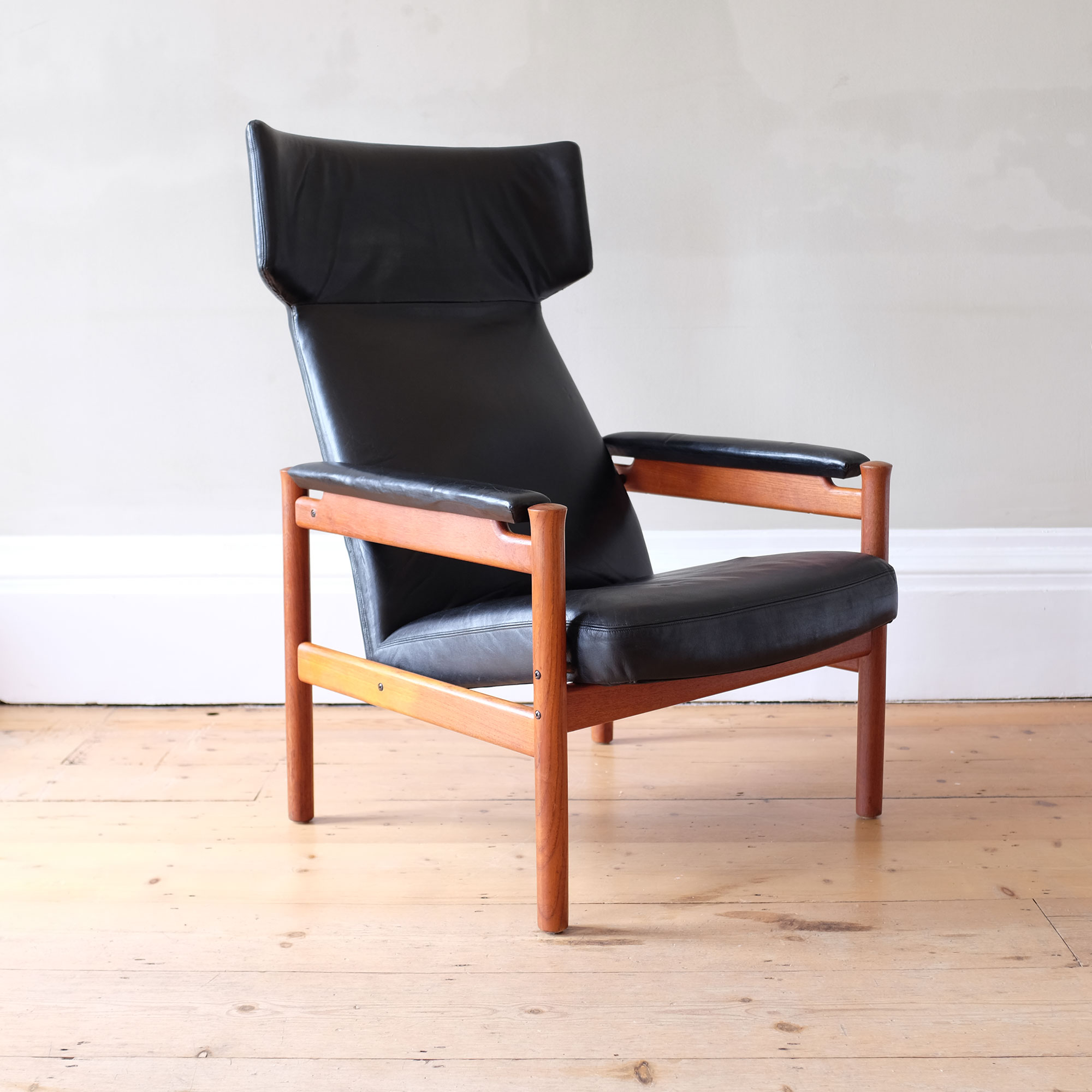 Vintage-Danish-Leather-Wingback-Chair-by-Fritz-Hansen-iii