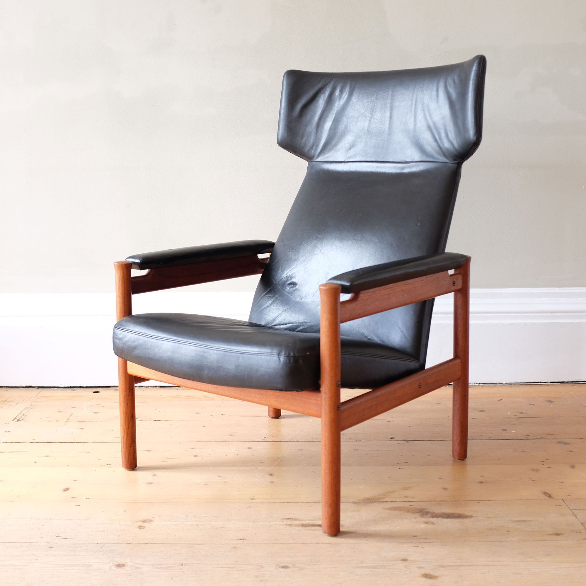 Vintage-Danish-Leather-Wingback-Chair-by-Fritz-Hansen-iv
