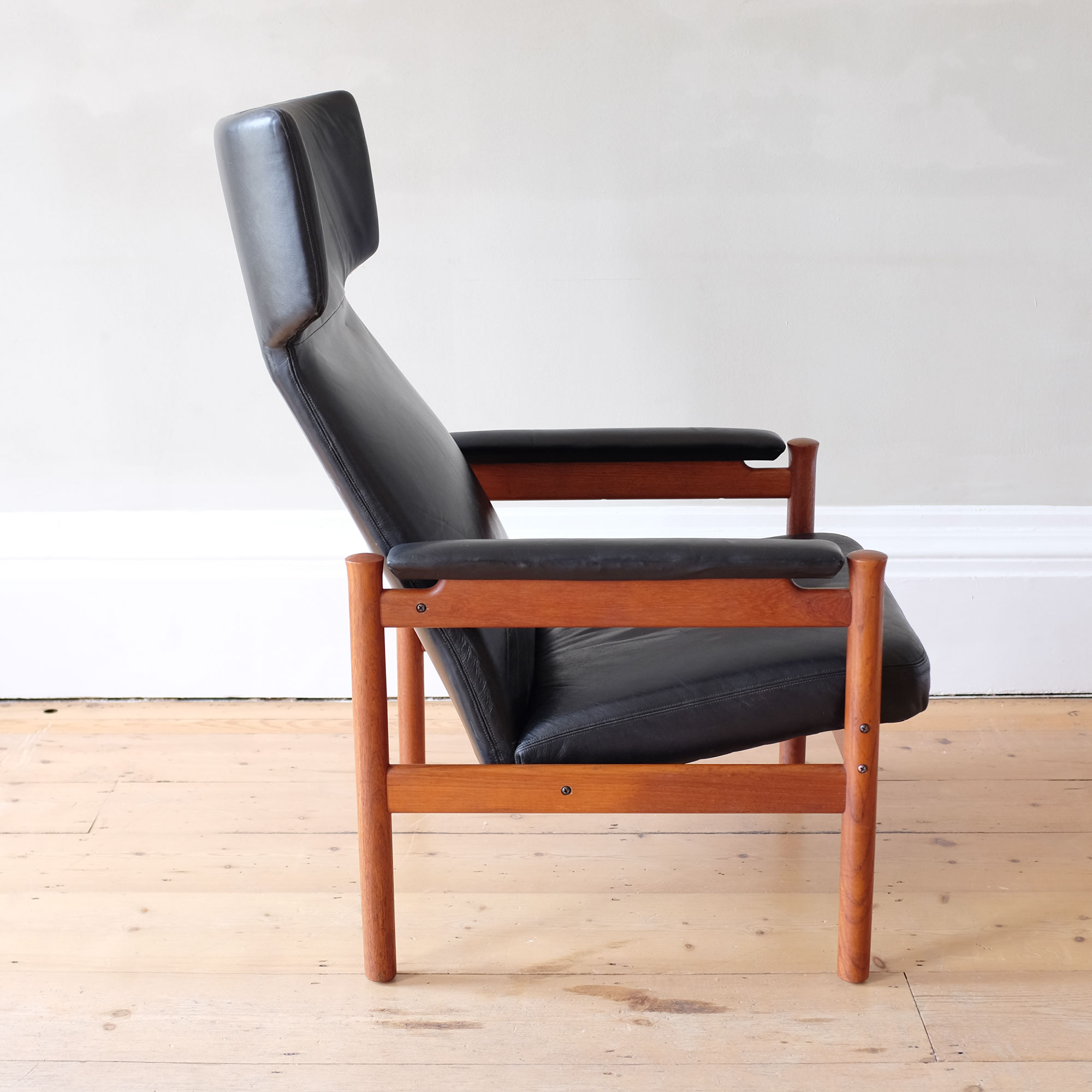 Vintage-Danish-Leather-Wingback-Chair-by-Fritz-Hansen