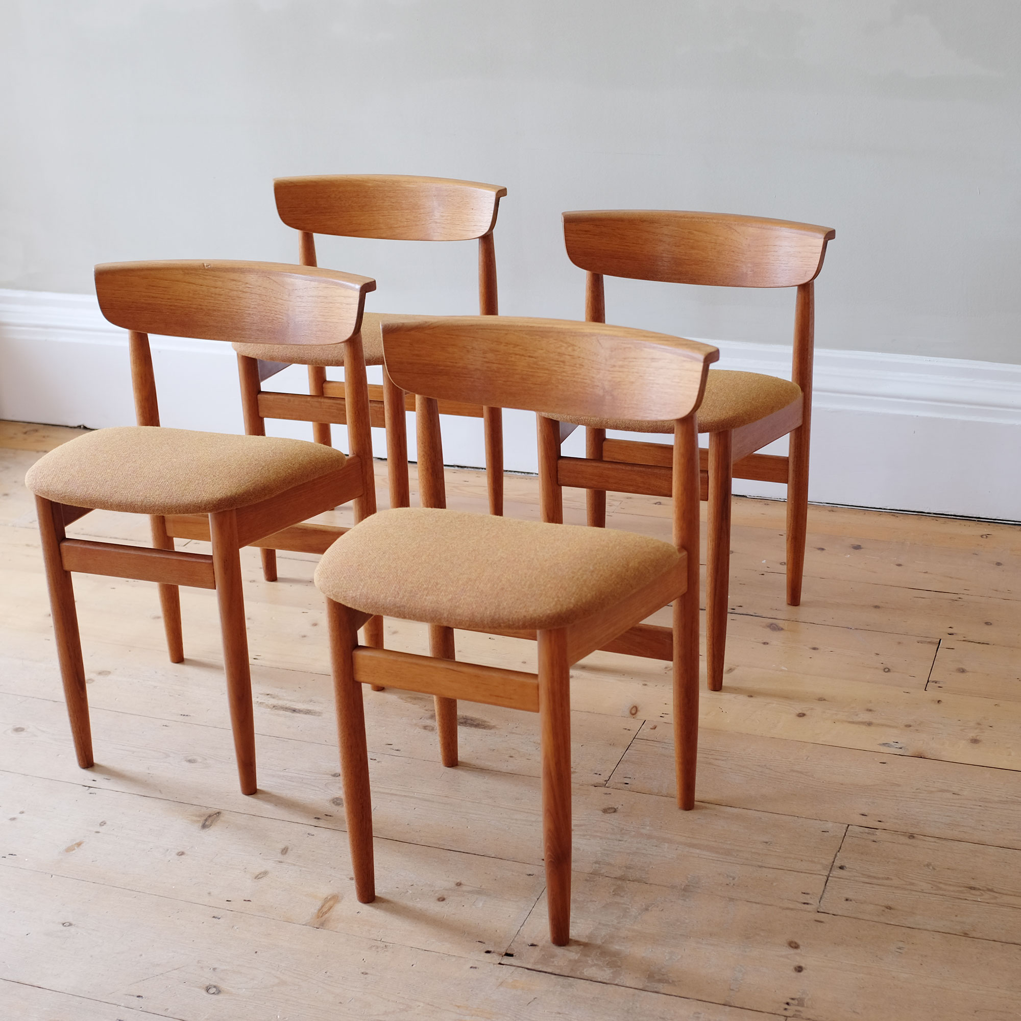 Vintage-DiningTable-and-Chairs-by-Elliots-of-Newbury-viii