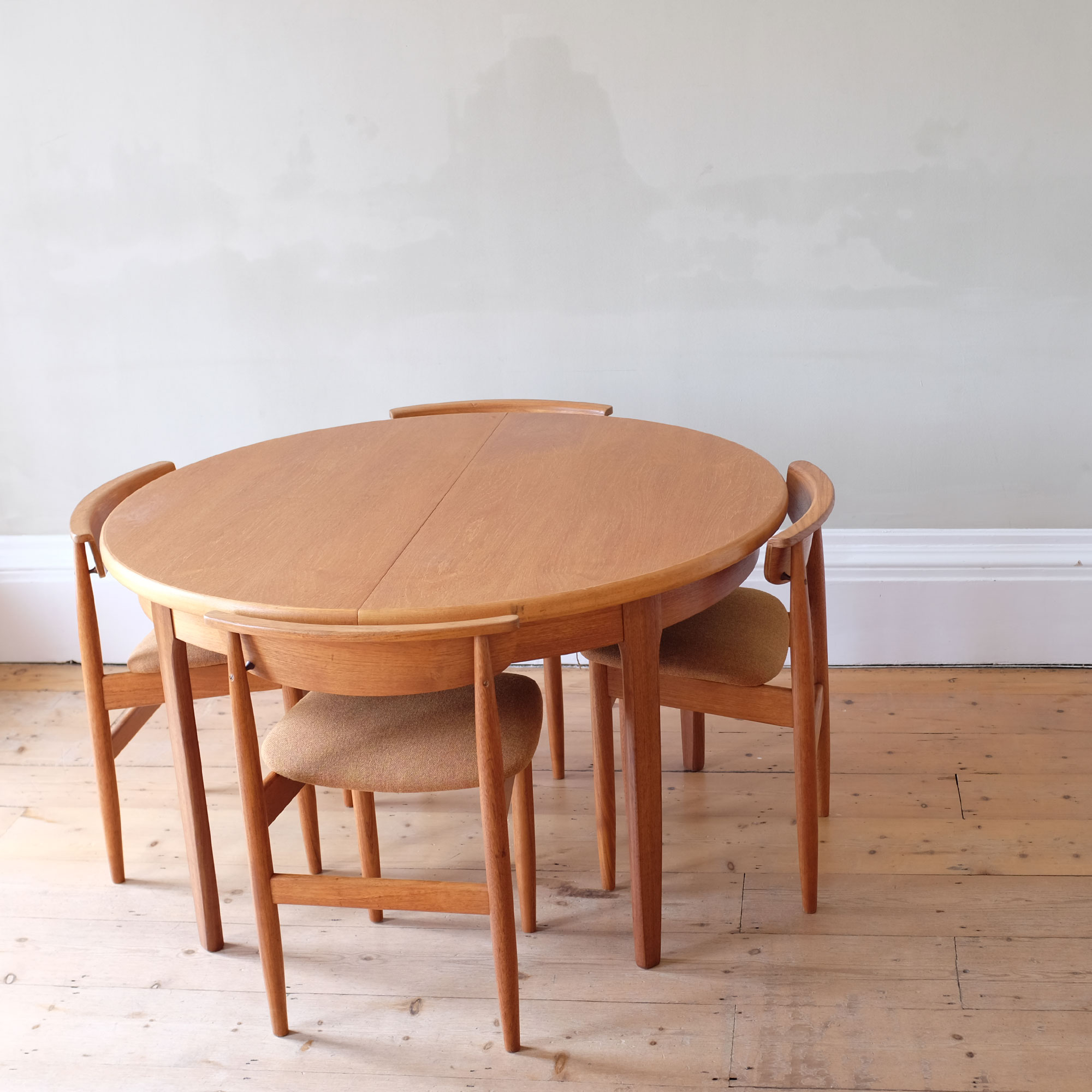 Vintage-DiningTable-and-Chairs-by-Elliots-of-Newbury-xii